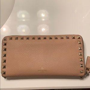 Valentino Rockstud blush nude wallet